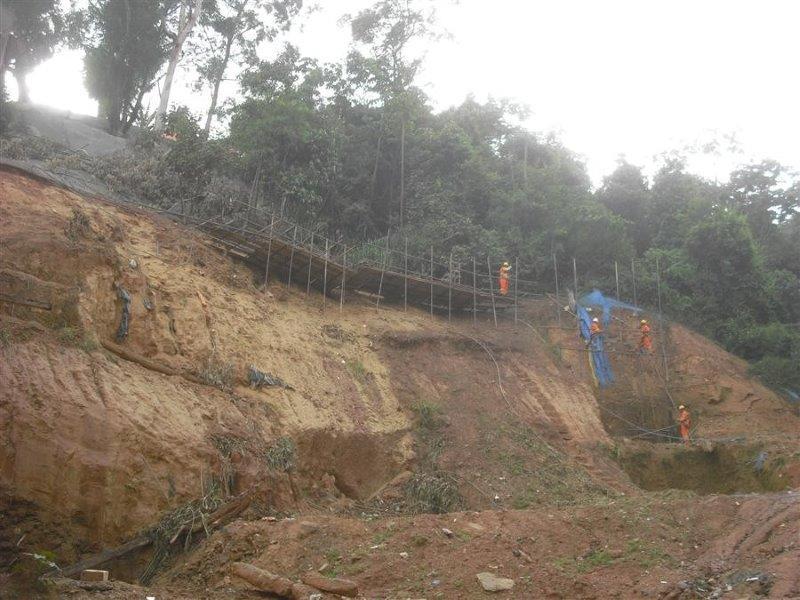 Execução de contenção de encostas em solo grampeado